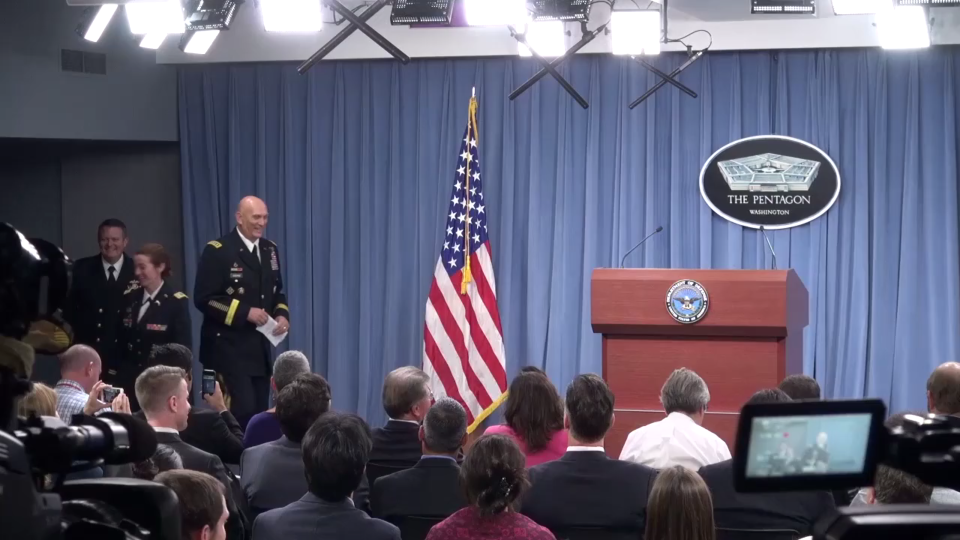 Odierno Reviews Iraq, Islamic State in Final Briefing