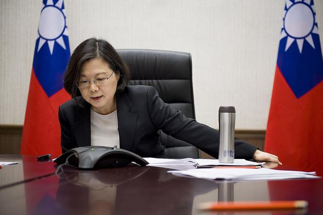 Experts: China feeling pressure to use force in Taiwan