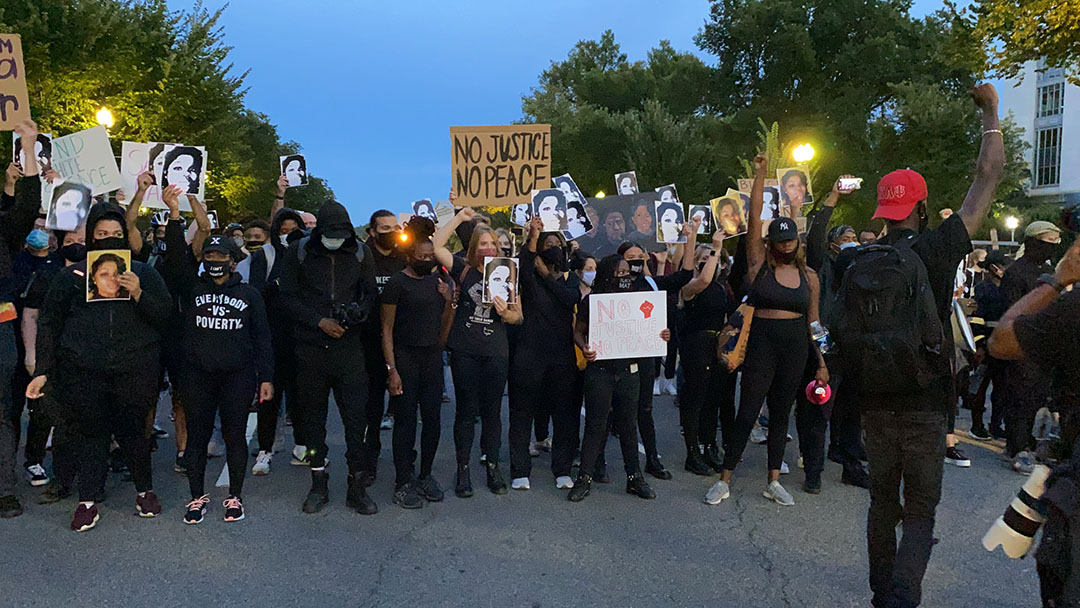 Black activists split over COVID-19 vaccine due to history of racism in medicine